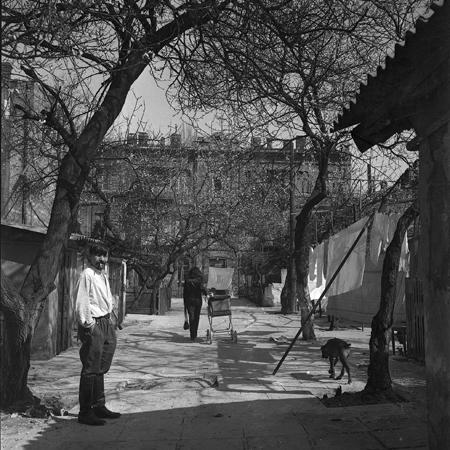Валентин Хрущ во дворе. Архив В.Рябченко